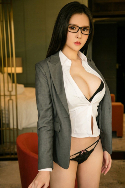 Escort  Libby from Queensway